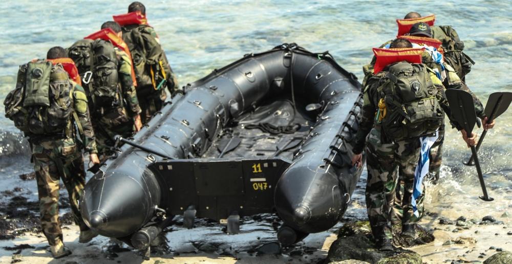 sekcja Navy Seals w czasie BUD/S, -Staff-Sgt.-Chad-Menegay-US-Navy-CC-0
