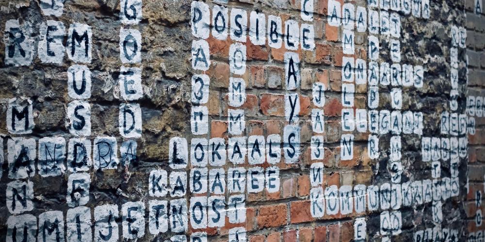 trzy słowa, zdjęcie: jelleke-vanooteghem-2OCh8tuNsBo-unsplash CC-0