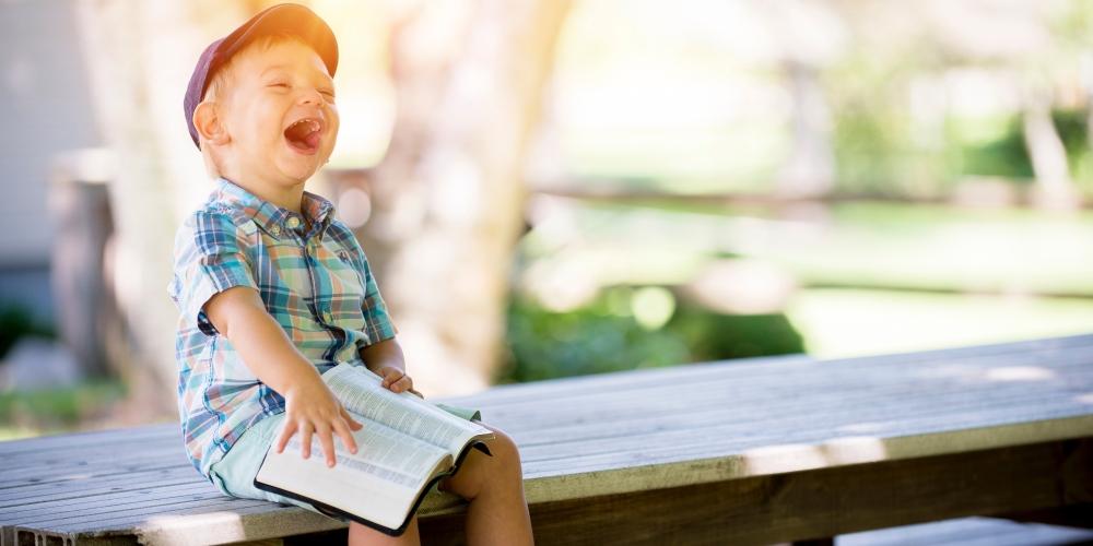 dziecko kochane to dziecko szczęśliwe, zdjęcie: ben-white@unsplash.com, CC-0