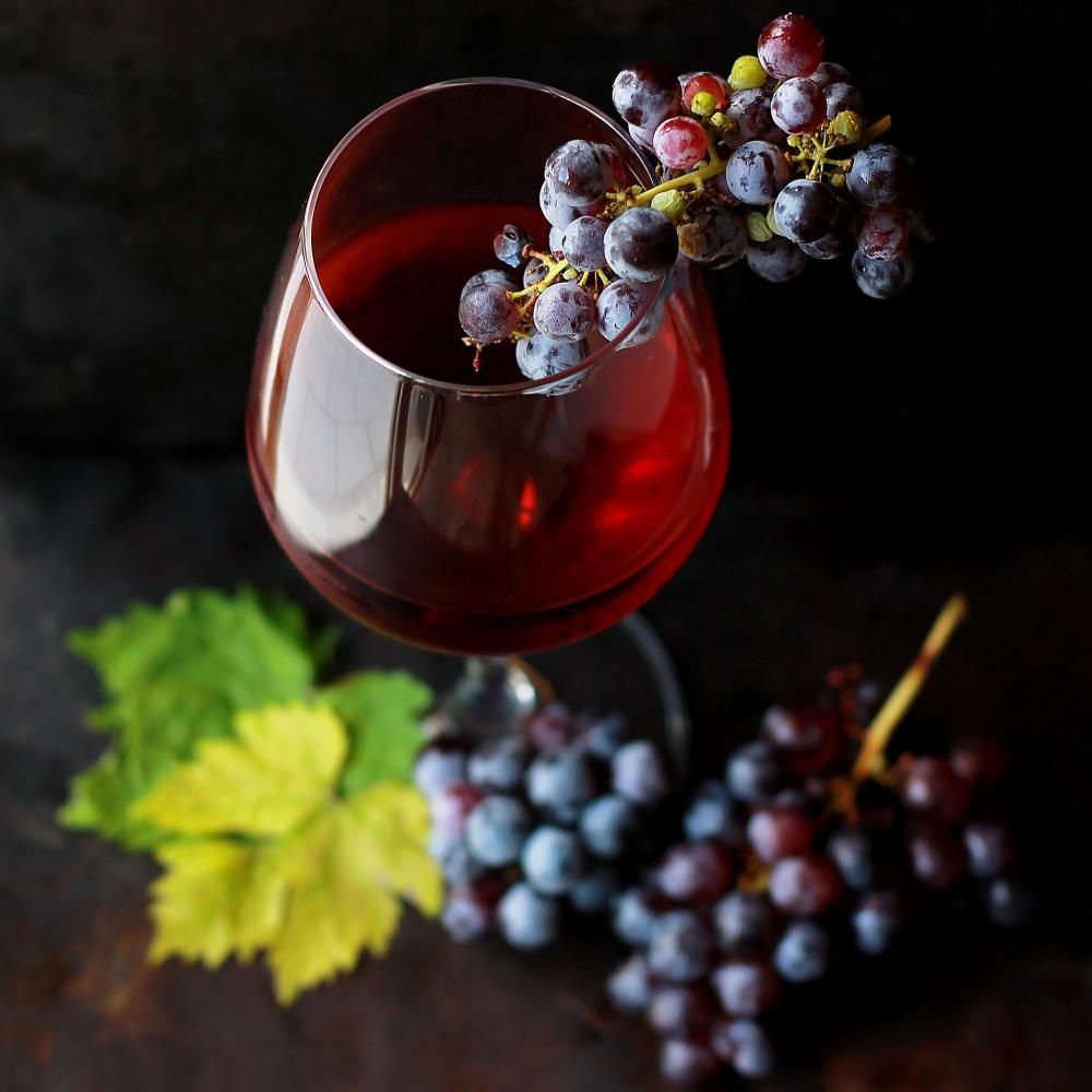 chwała i kieliszek wina, zdjęcie: roberta-sorge@unsplash.com, CC-0