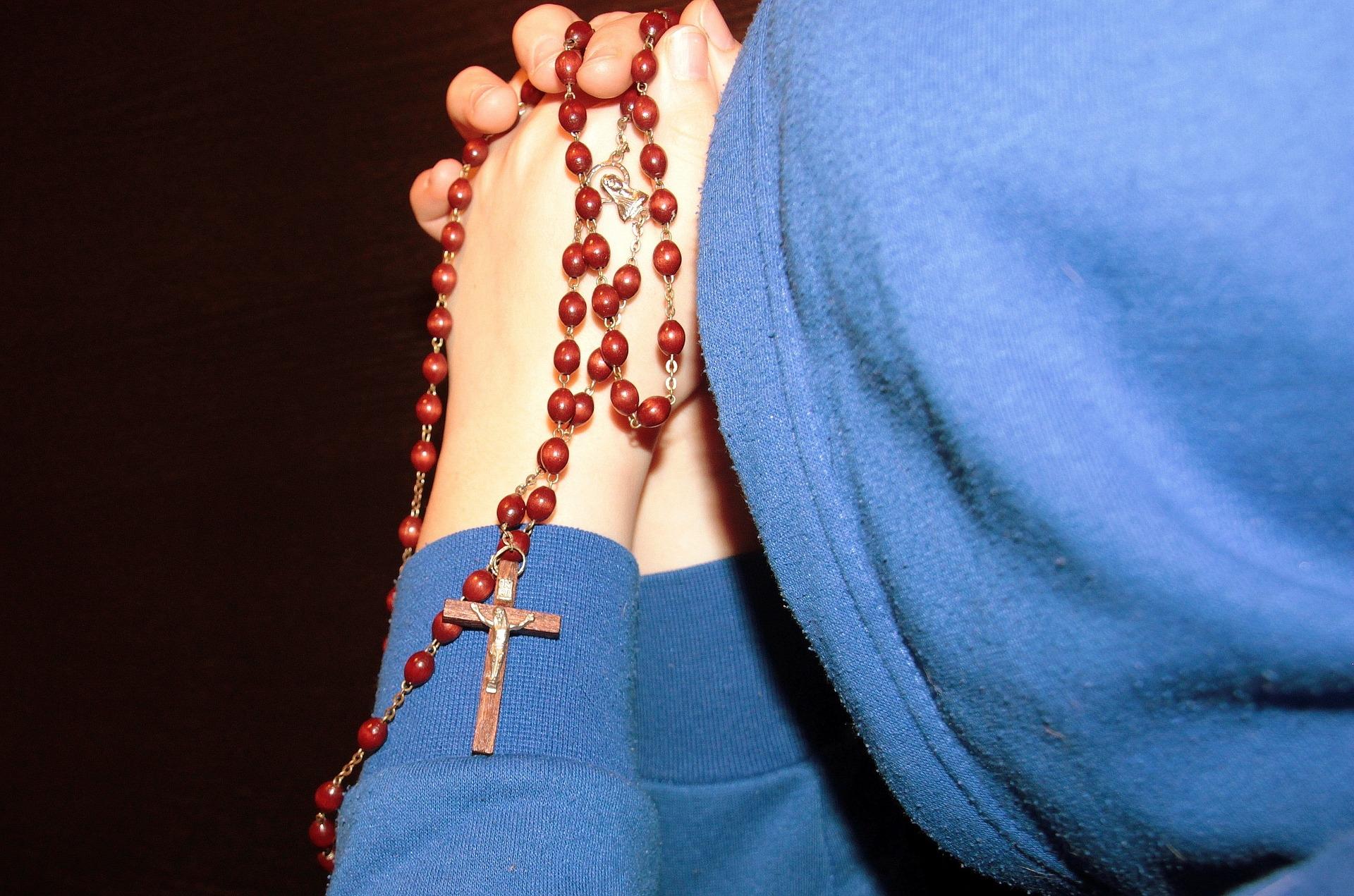 modlić się za żywych i umarłych, zdjęcie: aschenputtel@pixabay.com, CC-0