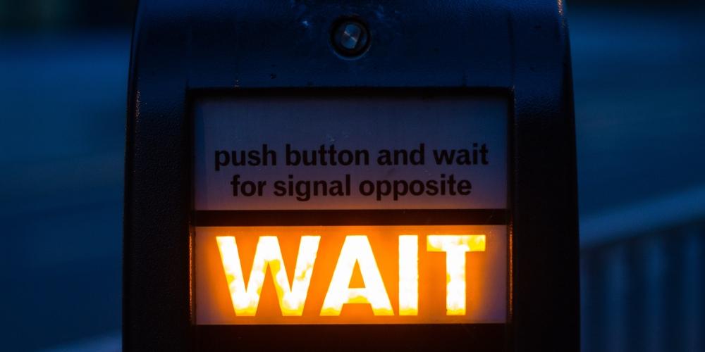 sygnalizator poczekaj nie teraz, zdjęcie: xu-haiwei@unsplash.com, CC-0