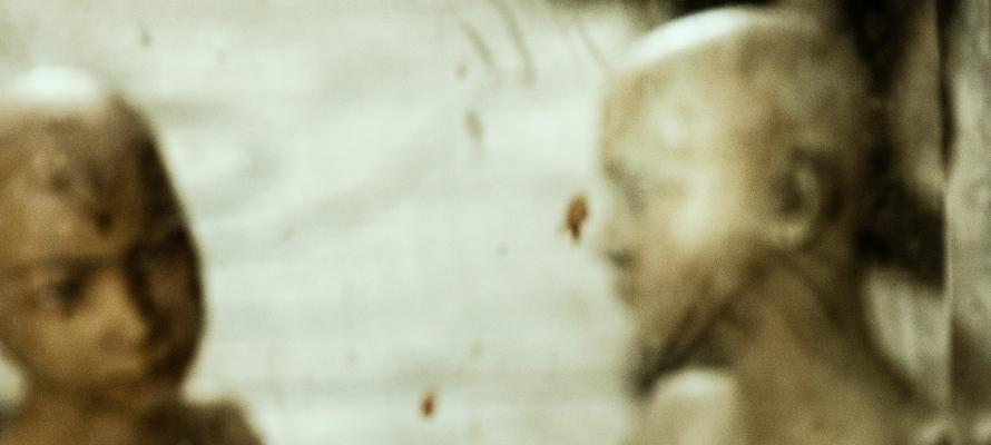 odbicie w zwierciadle, zdjęcie: Tiko Giorgadze@Unsplash.com, CC-0