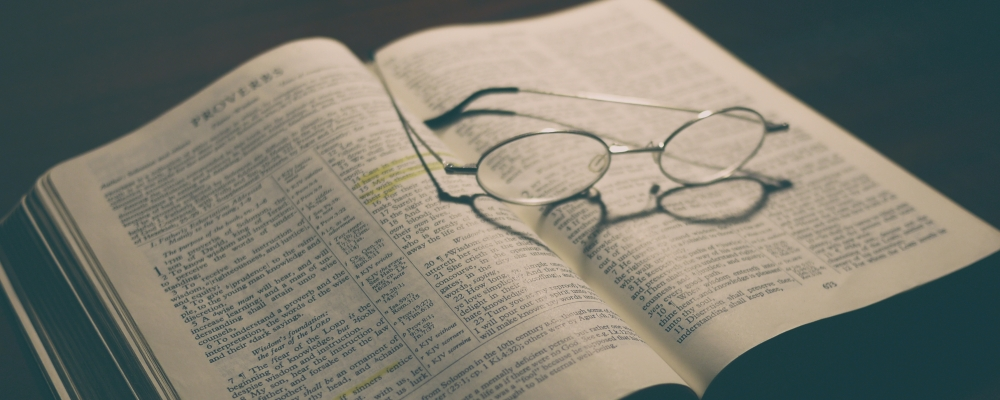 Jak czytać Biblię? zdjecie:aaron-burden@unsplash.com, CC-0