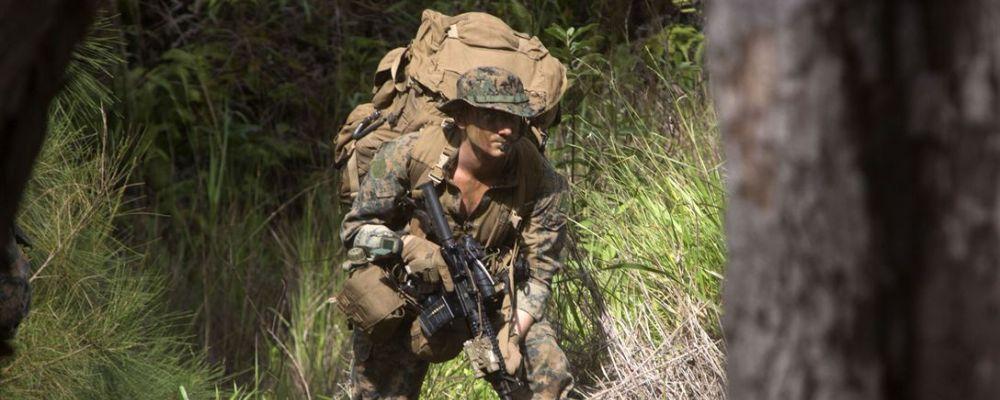 30 kg na plecach, zdjęcie: US_Navy_080204-N-0807W-084_CC-0