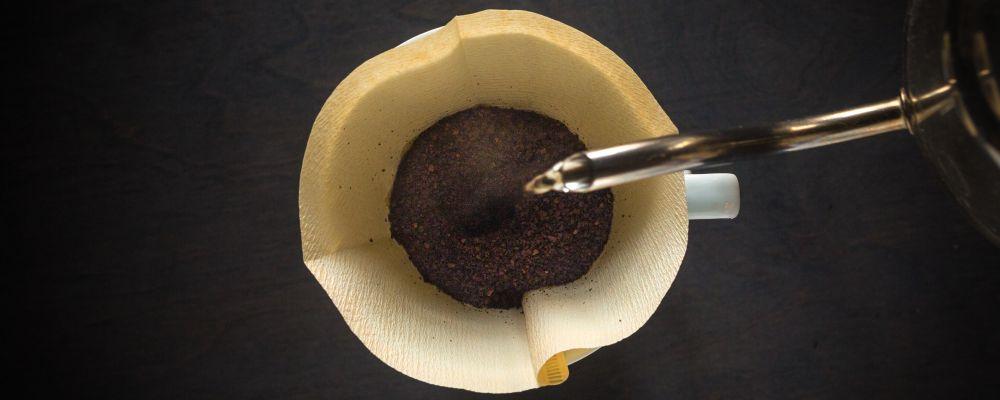 kawę filtrujesz przed jej wypiciem, nie po, zdjęcie: patrick-fore@unsplash.com, CC-0