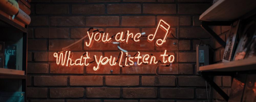 jesteś tym, czego słuchasz, zdjęcie: mohammad-metri@unsplash.com, CC-0
