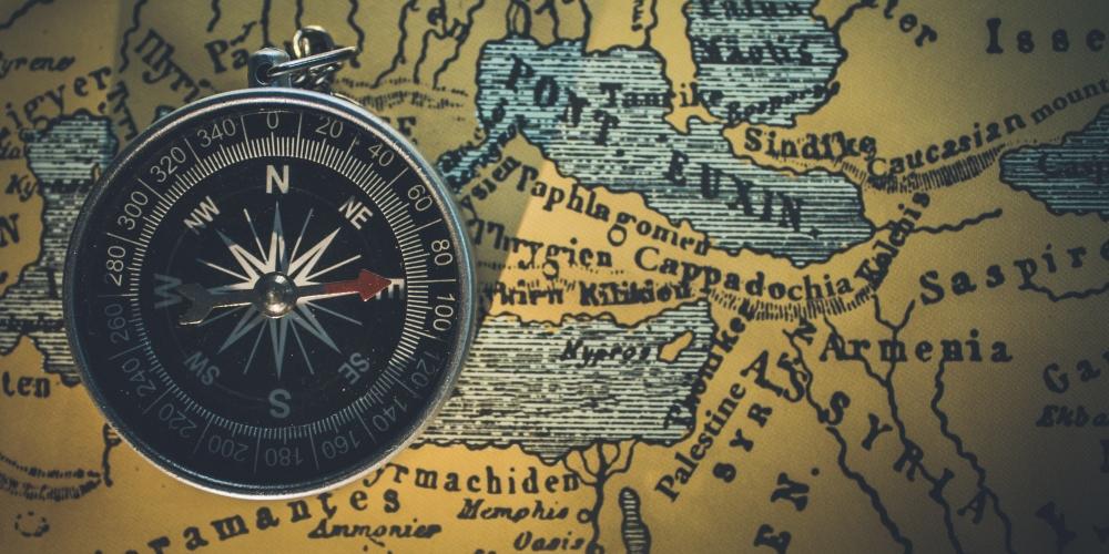 królestwo bez granic na mapie i zegarze, zdjęcie: himesh-kumar-behera@unsplash.com, CC-0