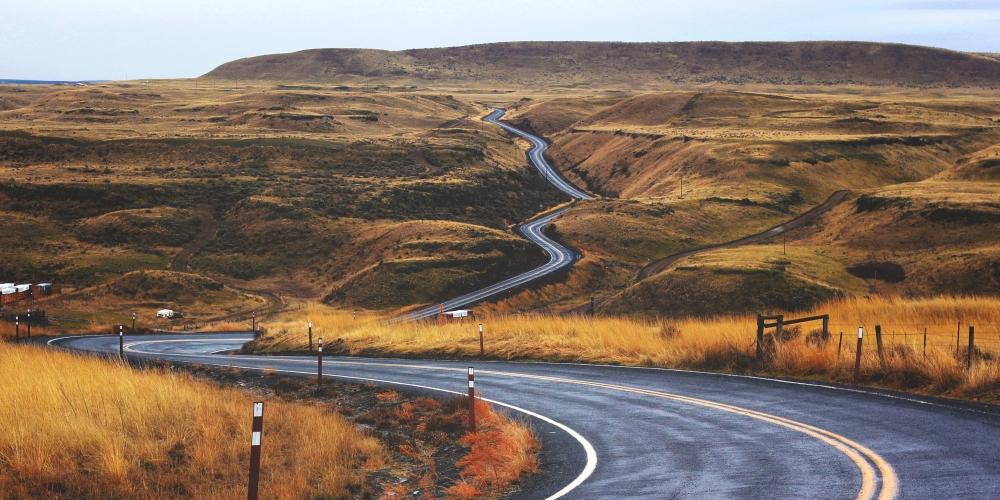 kręta i nierówna droga, zdjęcie: jesse-bowser@unsplash.com, CC_0