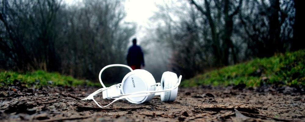 trudno słuchać, gdy się kocha, zdjęcie: antonis-spiridakis@unsplash.com, CC-0