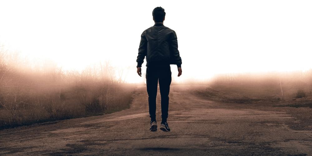 był sobie człowiek - mężczyzna jak każdy inny, zdjęcie: warren-wong-uuVguyksViA-unsplash cc-0