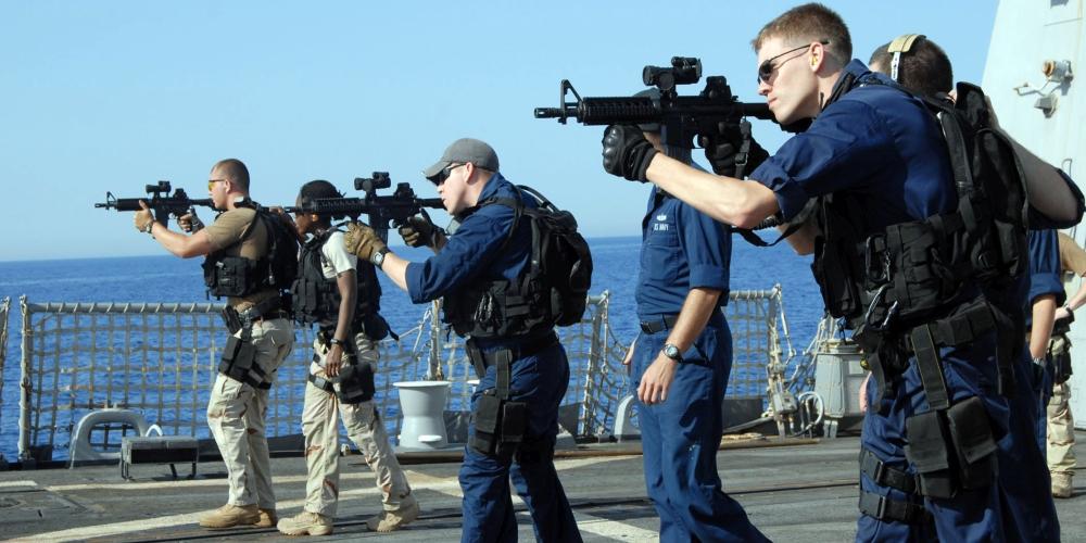 żołnierze US Navy w szyku, zdjęcie: US Navy, CC-0