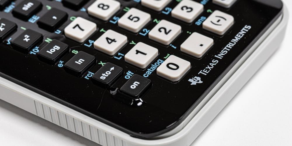 kalkulacja, zdjęcie: ray-reyes-unsplash CC-0